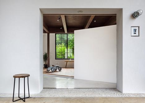Scandinavian_Middle_renovation_by_Kichi_Architectural_Design_dezeen_1