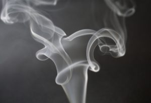 ako odstrániť cigaretový zápach
