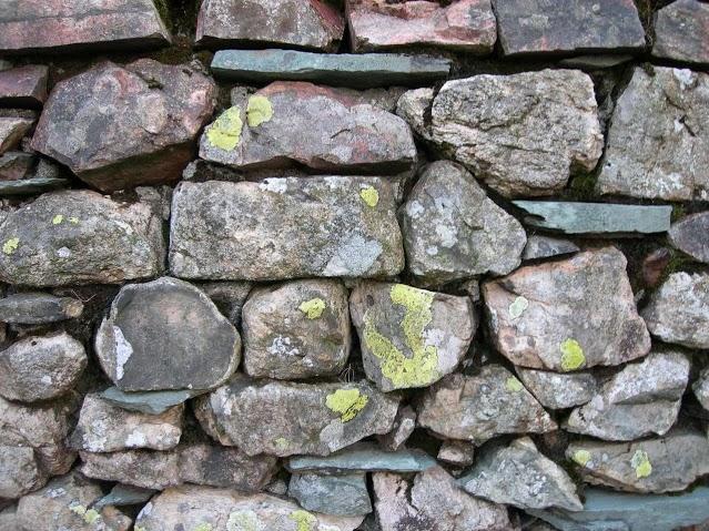kamenny-mur-1