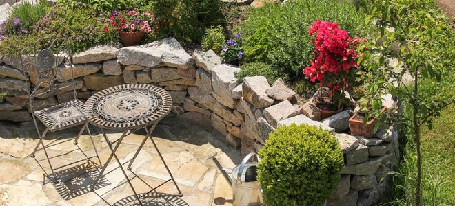 stupňovité terasy z kameňa