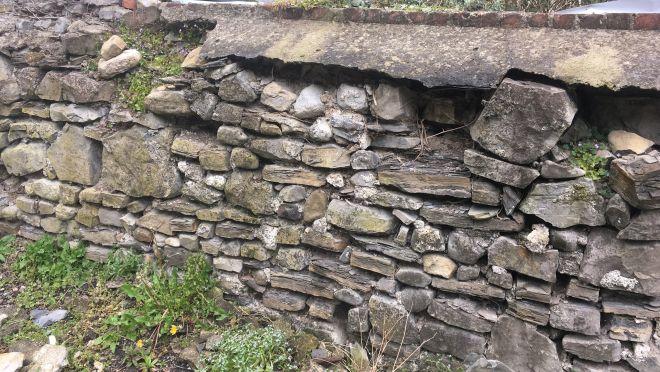 ako opraviť kamenný múr