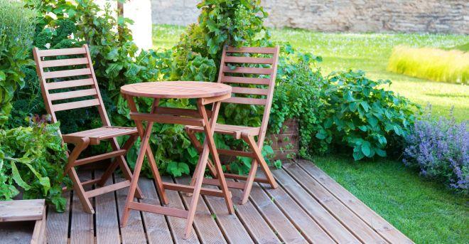 zabezpečiť dom - záhradný nábytok